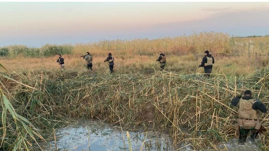 صورة نشرتها خلية الصقور الاستخبارية العراقية لجانب من عملية مداهمة تجمعات لتنظيم داعش