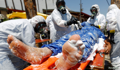 Syrian medical staff take part in a training exercise to learn how to treat victims of chemical weapons attacks, in a course…