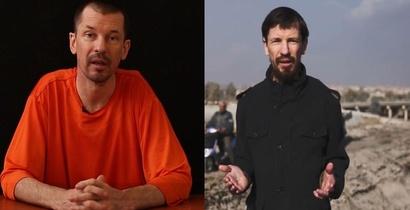 جون كانتلي باللباس البرتقالي أثناء اعتقاله (يسار) وعلى اليمين يصور تقريرا لداعش من مدينة الموصل