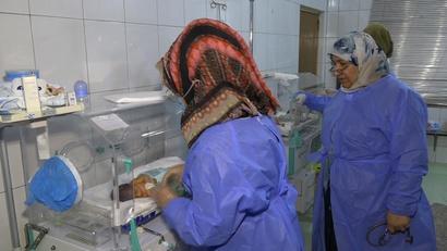 طبيبة الأطفال خلود حميد في ردهة الأطفال حديثي الولادة