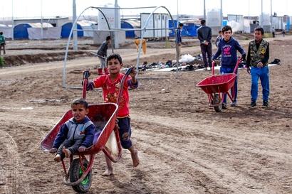أطفال نازحون في مخيم الخازر شرق الموصل/ارفع صوتك