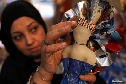 عروس المولد حلوى يصنعها المصريون خلال الاحتفال بذكرى المولد النبوي