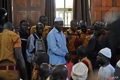 """زعيم """"القوات الديمقراطية المتحالفة"""" جميل موكولو خلال أول ظهور له أمام المحكمة العليا في أوغندا"""