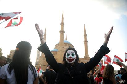 متظاهرة لبنانية، أكتوبر 2019/ فرانس برس